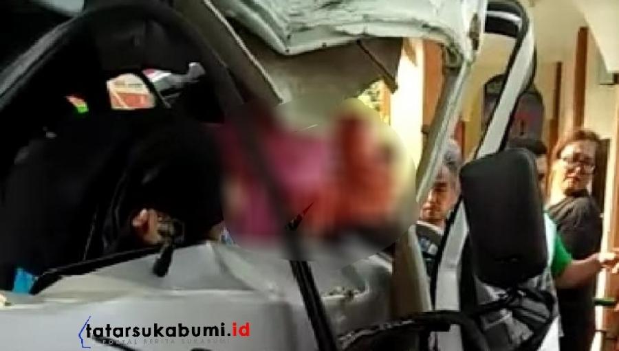 Bus Tabrak Pohon di Palabuhanratu Sukabumi, Kaca Depan Hancur Penumpang Nyaris Terjepit