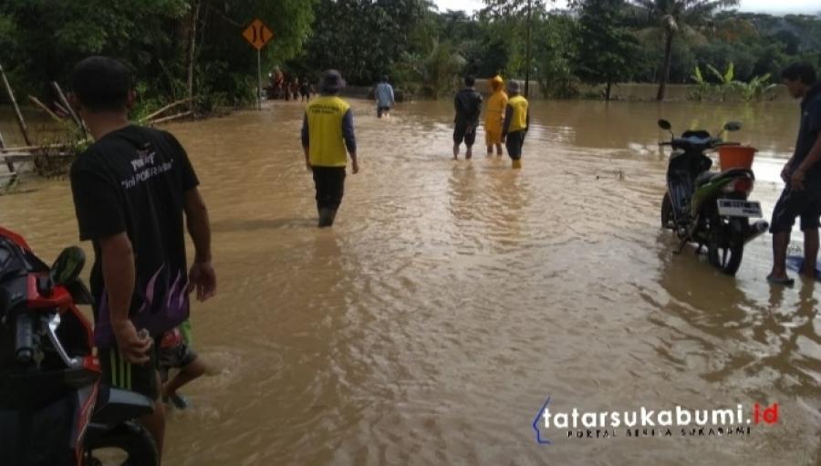 Ruas Jalan Geopark Ciletuh Sukabumi Langganan Banjir
