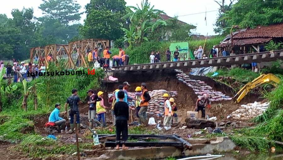 Tergerus Longsor Rel Kereta Api Tergantung, KA Pangrango Sukabumi - Bogor Sementara Tidak Beroperasi