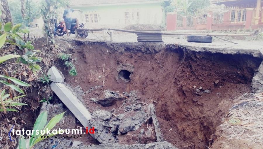 Hati-hati Jalan dan Jembatan di Curugkembar Nyaris Ambrol