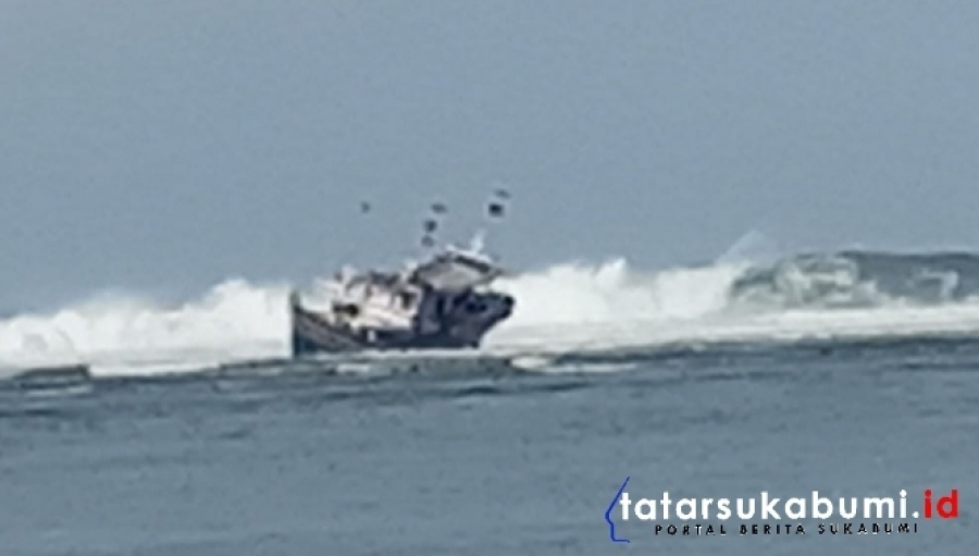 3 Lampu Mercusuar Ujunggenteng Mati Kapal Asal Banten Terdampar