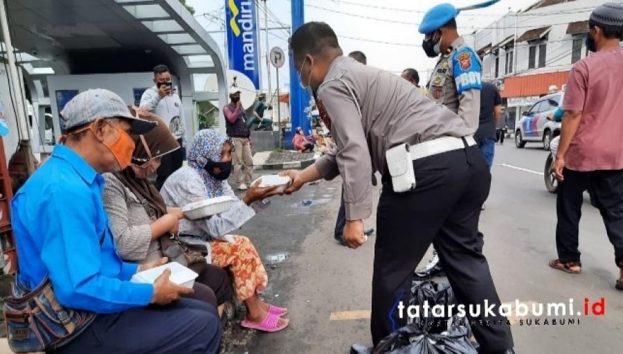 Satlantas Polres Sukabumi Kota Bagi-bagi Nasi Kotak