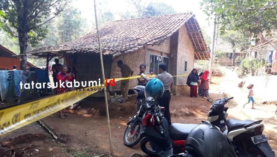 Kawasan Bahaya! Polisi Pasang Police Line 2 Rumah Dampak Pergerakan Tanah di Cibadak Sukabumi