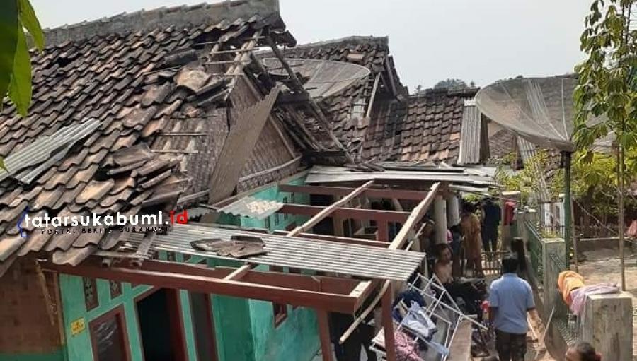Angin Puting Beliung Terjang Loji Simpenan Sejumlah Rumah Rusak