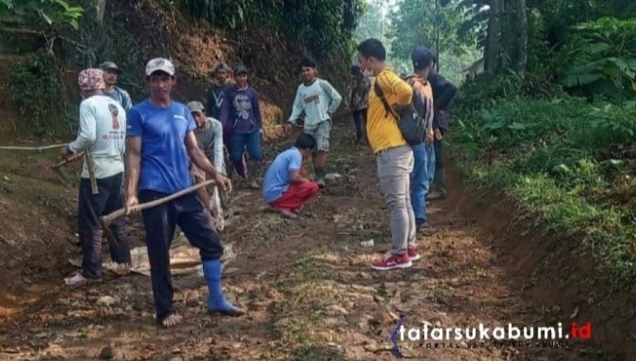 Aksi Gorol Masyarakat Perbaikan Jalan Rusak Desa Cipeteuy Kabandungan
