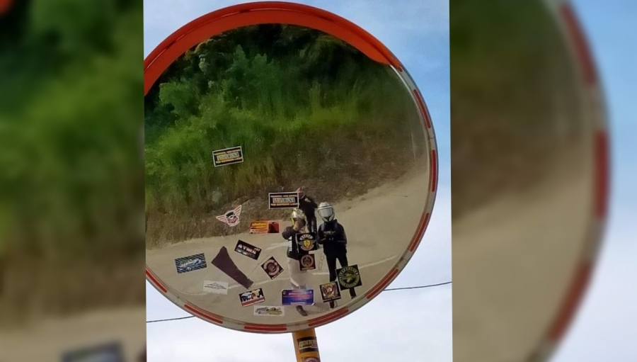 Netizen Kecam Cermin Rambu Jalan Geopark Ciletuh Ditempeli Stiker Klub Motor Ini Kata Bina Marga