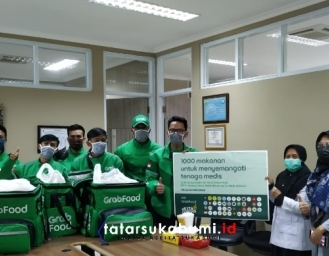 1000 Paket Makanan dari Grab Untuk Tenaga Medis Covid-19 Sukabumi dan Cianjur