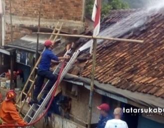 Rumah Tidak Layak Huni Milik Lansia di Cibadak Terbakar