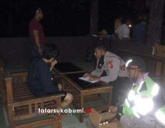 Breaking News! 4 Wisatawan Tergulung Ombak Pantai Minajaya Sukabumi 2 Selamat 1 Meninggal 1 Dalam Pencarian SAR