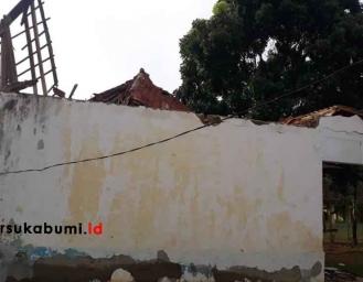 Kondisi Bangunan SD Ambruk di Ciemas 4 Ruang Kelas Rusak Berat 2 Rusak Ringan
