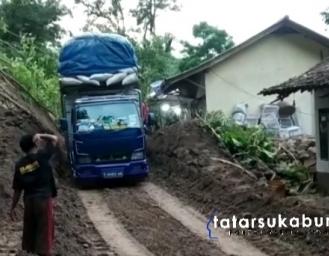 Breaking News! Kondisi Jalan Nasional Palabuhanratu - Kiaradua Pasca Tertutup Longsor