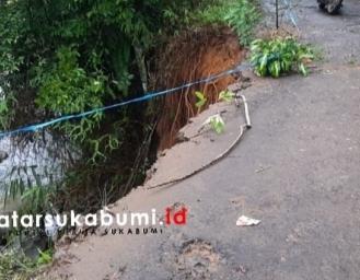 Longsor Nyaris Memutus Ruas Jalan di Kabandungan Sukabumi