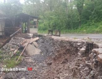 Potensi Jalan Amblas dan Longsor Ancam Rumah Warga di Ruas Jalan Palabuhanratu - Kiaradua