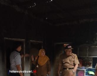 Warga Berhasil Jinakkan Api yang Membakar Rumah Warga di Parakansalak