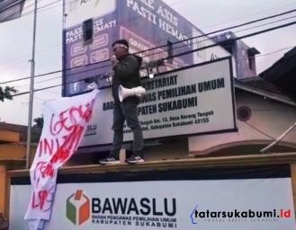 Demo Tudingan Nepotisme di Bawaslu Kabupaten Sukabumi