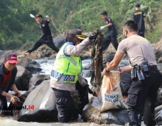Kapolres Sukabumi Kota Pimpin Pasukan Sisir Sungai Cimandiri