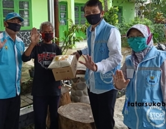 BNNK Sukabumi Distribusikan Bansos Sembako Sekaligus Sosialisasi P4GN Selama Pandemi Covid-19