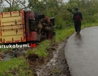 Truk Terguling di Kawasan Geopark Ciletuh Sukabumi