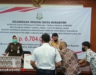 Kejari Kota Sukabumi Sita dan Kembalikan 6,7 Miliar Uang Negara Atas Kasus Korupsi Kredit Modal Kerja BJB oleh KOHIPPI