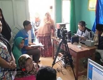 Layanan Keliling Akta Kelahiran dan e-KTP Program Duet KNPI Gunungguruh dan Disdukcapil Kabupaten Sukabumi