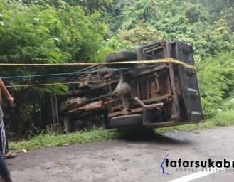 Truk Nyaris Masuk Jurang di Palabuhanratu Sukabumi