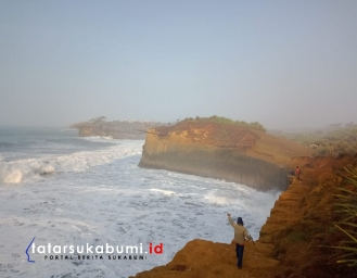 Pantai Karang Bolong Sukabumi, Pemandangan Indah Bak di Film Lord of The Ring