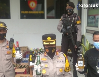 Ratusan Botol Miras Diamankan Polisi Dari Puri Cibereum dan Toko di Jalan Pelabuhan II Sukabumi