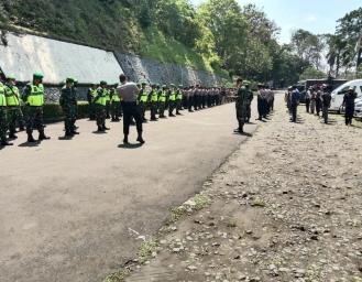 250 Personel Pengamanan Jaga Ketat Proses Pengundian Nomor Urut Paslon Pilkada Sukabumi 2020