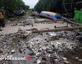 Gelombang Tinggi Laut Terjang Ujung Genteng Sukabumi, 50 Perahu dan 12 Rumah Warga Rusak