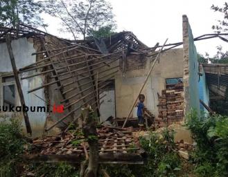 Penyebab Atap dan Dinding Rumah Warga Ambruk di Ciemas Sukabumi