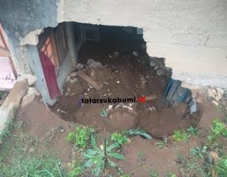 Hujan Angin Kembali Terjang Nagrak Dinding Rumah Warga Ambrol