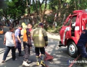 Mobil Suzuki Carry Hangus Terbakar di Palabuhanratu