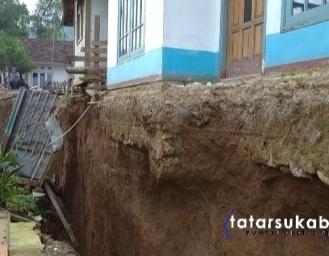 Mengerikan! Pergerakan Tanah 2 Meter Lebih di Sukabumi, Ribka Tjiptaning dan Ono Surono Tinjau Lokasi