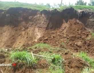 Longsor Putus Irigasi, Ancam 2 Rumah Warga Kabandungan dan 10 Hektare Lahan Pertanian Terancam Kekeringan
